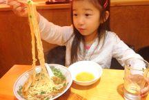 めんを喰らう! Children eat noodles