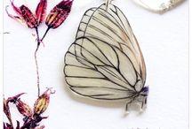 FAUNA // Schmetterlinge : Butterflies / Fotografien, Schmuckstücke, Objekte mit Schmetterlingen : Photographs, pieces of jewellery, objects with butterflies
