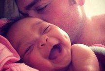 Baby's/Kinder | Babies/Children | Les bébés/Les enfants / Ein Kind ist, was das Haus glücklicher, die Liebe stärker, die Geduld größer, die Nächte kürzer,  die Tage länger und  die Zukunft heller macht.  | Verfasser nicht bekannt