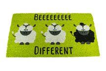 """Felpudo """"Beeee Different"""" / Felpudos Originales y Divertidos Maceta Colorá www.macetacolora.com"""