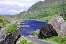 Irlande : Connemara, Kerry / Explorez les paysages incroyables du fameux Connemara et les péninsules contrastées du Kerry… Sillonnez sur des routes panoramiques pour profiter des plus beaux paysages, en toute liberté, entre terre, mer et ciel, au bord des côtes dentelées puis dans les contrées reculées et sauvages du pays…