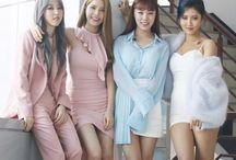 mamamoo / Mamamoo é um girl group sul-coreano formado pela RWA Entertainment, debutou em 18 de junho de 2014  Hwasa : Maknae, vocalista e rapper principal  Solar : Líder, vocalista principal e unnie   Moonbyul : Rapper e dançarina principal  Wheein : Vocalista e dançarina principal