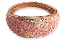Pulseras y brazaletes Tomas Colomer / Joyas Tomas Colomer. Descubre las pulseras y brazaletes que tenemos disponibles en nuestras joyerías de Barcelona y Granollers