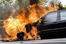 brandblusser auto / Een brandblusser voor in de auto. Wat is de juiste auto brandblusser voor de meest gunstige prijs? Iedere goedgekeurde brandblusser voor in de auto wordt uitvoerig getest om te bepalen welke grootte autobrand ermee kan worden bestreden. Met blustesten wordt de blusrating bepaald. In de webwinkel kunt u brandblussers voor personenauto, bedrijfswagen en voertuigen als camper, caravan, leaseauto, bestelbus, enz. kopen. Dit is de erkende, innovatieve en onderhoudsvrije sprayblusser voor voertuigen.