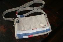 Tasjes van oude postzakken / Oude postzakken en tafelzeil zijn een perfecte combinatie om iets van te maken, namelijk: tasjes
