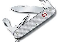 Vreckové nože 93 mm / Vreckový nôž veľkosti 93 mm. Obsahuje mnoho fukcií.