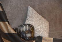 Home Gray hue - sfumature di grigio per la casa / design tessuto e beton a confronto