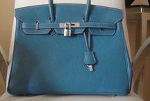 """Bolsas de Grife Hermès / Um dos maiores objetos de desejo fashion no mundo é a bolsa Hermès (pronuncia-se """"Ermê""""). As bolsas da grife francesa Hermès são sinônimos do luxo.  http://www.replicasdebolsa.com.br/bolsas-hermes"""