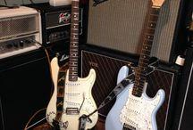 Vahvistimia ja kitaroita sekä muita asiaan liittyvää / eli omia ja muiden kamppeita