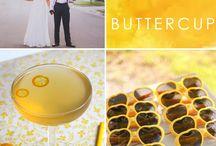 Carnet à idées jaune / Le carnet à idées est le support idéal pour les futurs mariés en quête d'inspiration pour leur mariage. A offrir ou à s'offrir et à remplir selon vos envies: http://www.artquange.kingeshop.com/Idees-cadeaux-cbiaaaaaa.asp Vous trouverez dans ce tableau l'ensemble des inspirations autour de la couleur jaune (association de couleurs, de matières, idées de thèmes...