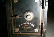 antique safe door               cofre