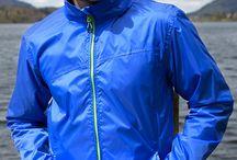 Jachete impermeabile personalizate / Jachete impermeabile personalizate prin broderie, transfer termic, serigrafie. Jachete impermeabile personalizate pentru echipa ta, jachete promotionale pentru angajati.