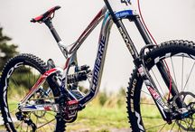 BikePorn / Only badass downhill rigs