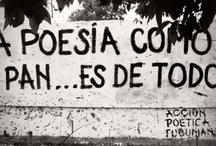 """Acción Poética / El Movimiento de Acción Poética, creado por el mexicano Armando Alanis,  consiste en pintar las bardas de la ciudad con frases, versos y textos poéticos. """"La ciudad es un poema de versos interminables como sus calles"""" como él mismo afirma. Negro sobre blanco."""