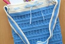 A crochet mas bolsos, monederos... / by maria jose