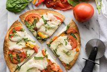 Η πιο εύκολη μαμαδίστικη πίτσα φτιάχνεται μέσα σε 15 λεπτά (και έχει ελάχιστες θερμίδες)