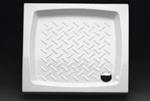 Piatti doccia / Scegliere il piatto doccia giusto è il primo passo per una doccia perfetta: nei negozi IPERCERAMICA trovi una grande varietà di modelli in molte misure.