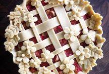 decorating a pie