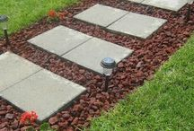Rock Walkway Pictures / Add style and structure to your outdoor space with these DIY Rock Walkway ideas and tutorials, Learn how to use rocks and stones to create useful and artful accents for your garden.