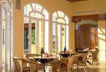 SH Altea Hills / El Hotel SH Altea Hills está situado en un lugar privilegiado, a 3km. de la pintoresca villa de Altea. Su elegante y acogedora decoración y el encanto de sus alrededores invitan a disfrutar de una maravillosa estancia,