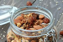 Healthy Granola Recipes / Skip the store-bough high sugar varieties - homemade is the way to go for delicious and nutritious granola! #healthyrecipes
