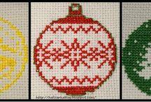 Haft krzyżykowy - bombki, świąteczne
