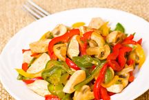 Κοτόπουλο με πιπεριές και μανιτάρια / Μία γρήγορη, απολαυστική και ελαφριά συνταγή