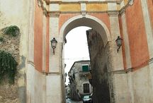 Gerace Calabria Italy  / Gerace (Ièrax, Jèrax in greco-calabro, Jeràci in calabrese è un comune italiano di 2.715 abitanti della provincia di Reggio, in Calabria. Il suo borgo medievale viene descritto come uno tra i più belli d'Italia