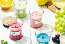 Razem z nami poznaj magię zapachów... WoodWick YankeeCandle Kringle / Starannie wyselekcjonowane, naturalne ekstrakty oraz olejki eteryczne, dobrane przez zespół ekspertów, połączone z wyobraźnią, tworzą produkt, który Państwu oferujemy. Wielość zapachów sprawia, iż każdy może znaleźć ten odpowiedni dla siebie, a wielość kolorów pozwoli dobrać świecę pasującą do określonego wnętrza, wówczas będzie ona zarówno elementem dekoracyjnym, jak i również użytecznym dla każdego mieszkania.