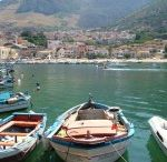 Castellammare del Golfo / A beautiful and colourful harbour nestled between a long sandy beach and the beautiful coast of the nature reserve of the Zingaro which shelters small coves with Crystal-clear water.