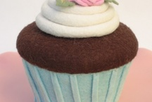 Felt cakes by other people / A selection of felt cakes that I like. There are some very talented people out there :)