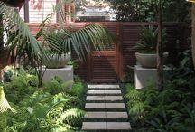 Gardens: Creative Garden Paths / Ignite your imagination with these creative garden paths.