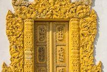 Portas e janelas coloridas / Portas coloridas, portas de entrada, portas luxuosas, portas bonitas  para fachadas que eu encontro nas viagens ao redor do mundo. Janelas antigas, janelas floridas, janelas bonitas, janelas ornamentais, todas as janelas que encontro em minhas viagens