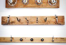 Kapstok recycle fietsen / Deze unieke kapstokken zijn vervaardigd van sloophout in combinatie met diverse gebruikte fietsonderdelen. Metaal en hout wormen de basis van deze design woonproducten. #kapstok #recycle #nederland #fiets #sloophout