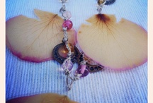 Flors Encantades / Enchanted Flower / Handcrafted jewelry made with real flowers and gemstones