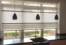 Folds (Jasno) / Sfeervolle raambekleding, met de nadruk op eenvoud en kwaliteit. De Jasno folds zijn net wat anders dan wat u van een vouwgordijn gewend bent. Het textiel is gemaakt van geweven papier. Dit geeft de folds een stoere uitstraling, die een rustige uitstraling creëeren of juist van uw raam een blikvanger maken door mogelijke contrasterende kleurencombinaties.