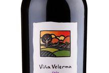 VIÑA VELERMA tinto Garnacha 100% / Sólido vino tinto de un denso color cereza picota con matices de violeta está elaborado de las mejores variedades de la uva Garnacha. En este vino se combinan bien el aroma de las maduras frutas rojas y la fragancia de las flores. El vino posee un rico sabor, en el cual se nota el sabor de zarzamora, fresa y ciruela. El agradable sabor de tanino dulce le da al vino un estado de compensación.