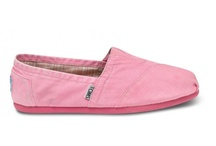 TOMS Shoes / by Richard Down at yhoti