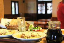 Φαγητό και ποτό / Στο καταφύγιο Φλαμπούρι, λειτουργεί οργανωμένη κουζίνα, που προσφέρει φρεσκομαγειρεμένα σπιτικά φαγητά, γλυκά, ροφήματα και αναψυκτικά.