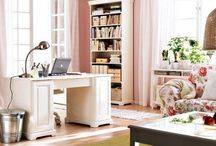 Office / Pink walls with white furniture <3