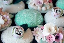 Cakes - cupcakes / Cute as buttons, easy as adorable little bundles of sugar with all sorts of pretty on top... bring on the cupcakes! / by English Wedding Blog