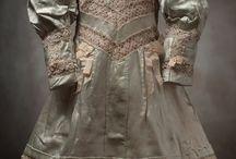 Старинные куклы и платья.
