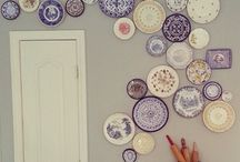 MUR D'ASSIETTES   /  PLATES ON THE WALL !
