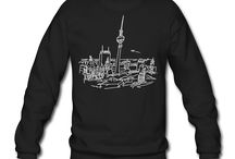 Hoodies & Pullover / Warm and cozy hoodies and pullovers printed with Berlin motives for men and women.