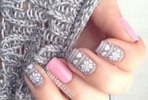 Wintry manicure