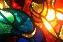 Vitraux de lumière / La lumière est partout, les vitraux la condense de façon à la démultiplier