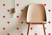 Cor e estilo para paredes brancas! / Dicas criativas e baratas para você decorar paredes brancas.