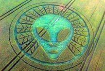 UFO / Nie sme sami a nikdy sme neboli...