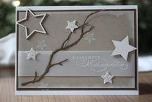 Weihnachten / Zur Weihnachtszeit gehören viele Bräuche und Traditionen: Der Weihnachtsbaum, Weihnachtsplätzchen backen, der Adventskranz, der Adventskalender und vieles mehr. Aber auch die Weihnachtsmärkte mit leckerem Glühwein und Lebkuchen. Und nicht zu vergessen natürlich Geschenke für liebe Menschen. Hier gibt's ein paar weihnachtliche Impressionen. Schmuck als Geschenk gibt es bei bellaluce.de Diamantschmuck als Zeichen der Liebe!