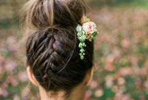 Topknots / The perfect topknot for your wedding day. Either you like a messy topknot or a sleek topknot as your bridal hairstyle, find endless inspiration on this board